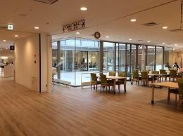 ⑮西食堂からみた中庭image11.png